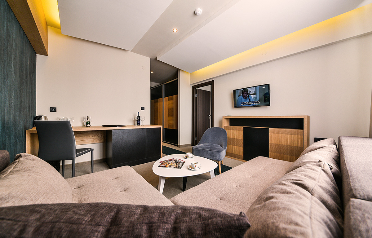 https://www.kraljevicardaci.com/wp-content/uploads/2019/08/hotelski-apartman.jpg
