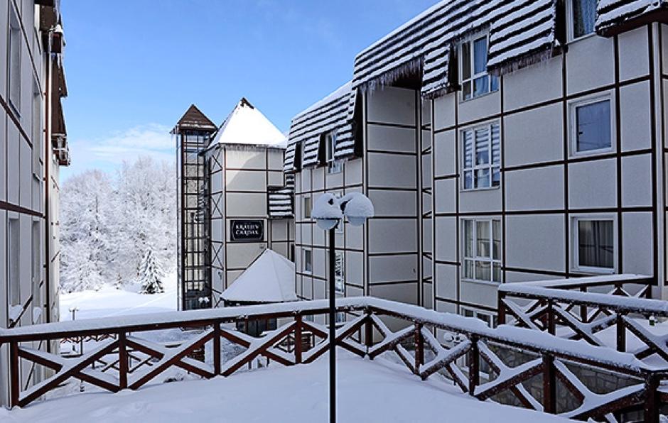 https://www.kraljevicardaci.com/wp-content/uploads/2019/10/feature-hotel-zima.jpg