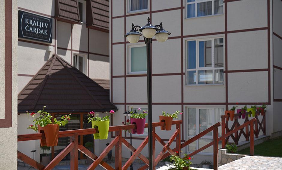 https://www.kraljevicardaci.com/wp-content/uploads/2020/04/cenvnik-leto-hotel.jpg